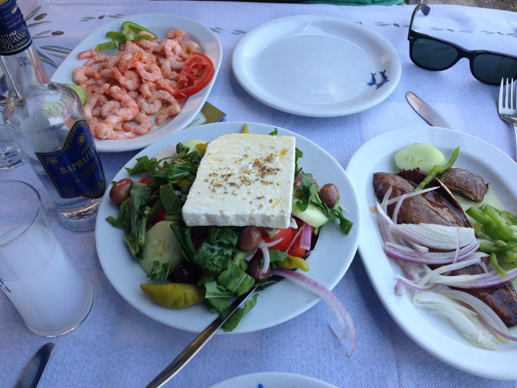 uzo-barbayanni-greek-salad-uskumri-turşi-1024x768
