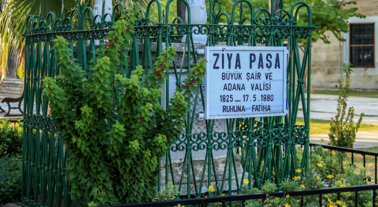 Ziya Paşa'nın mezarı