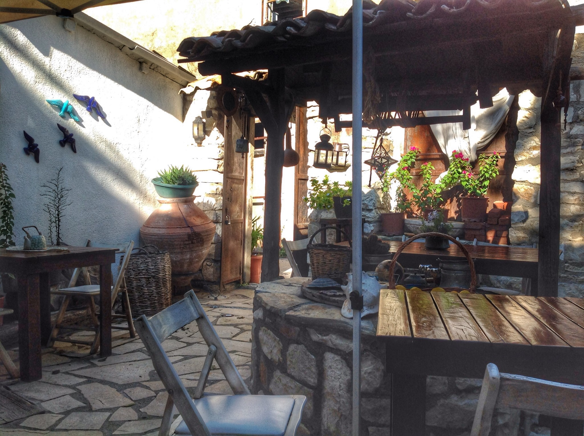 Urla Uzun Masa Avlu Kafe Fotoğrafı