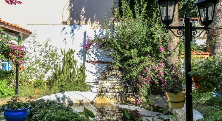 Hotel Nish Bahçe